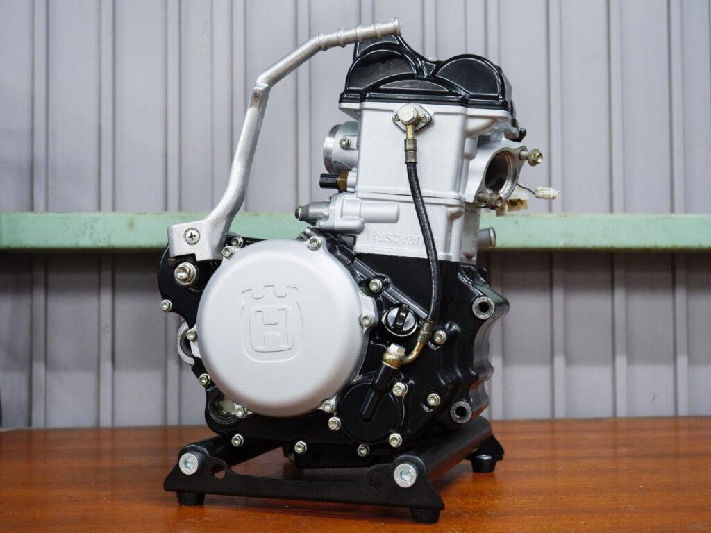 TE250 エンジン
